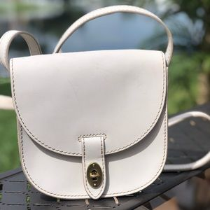 White fossil leather bag. Os.